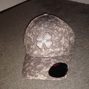 Black clover memory fit hat size large/extra large